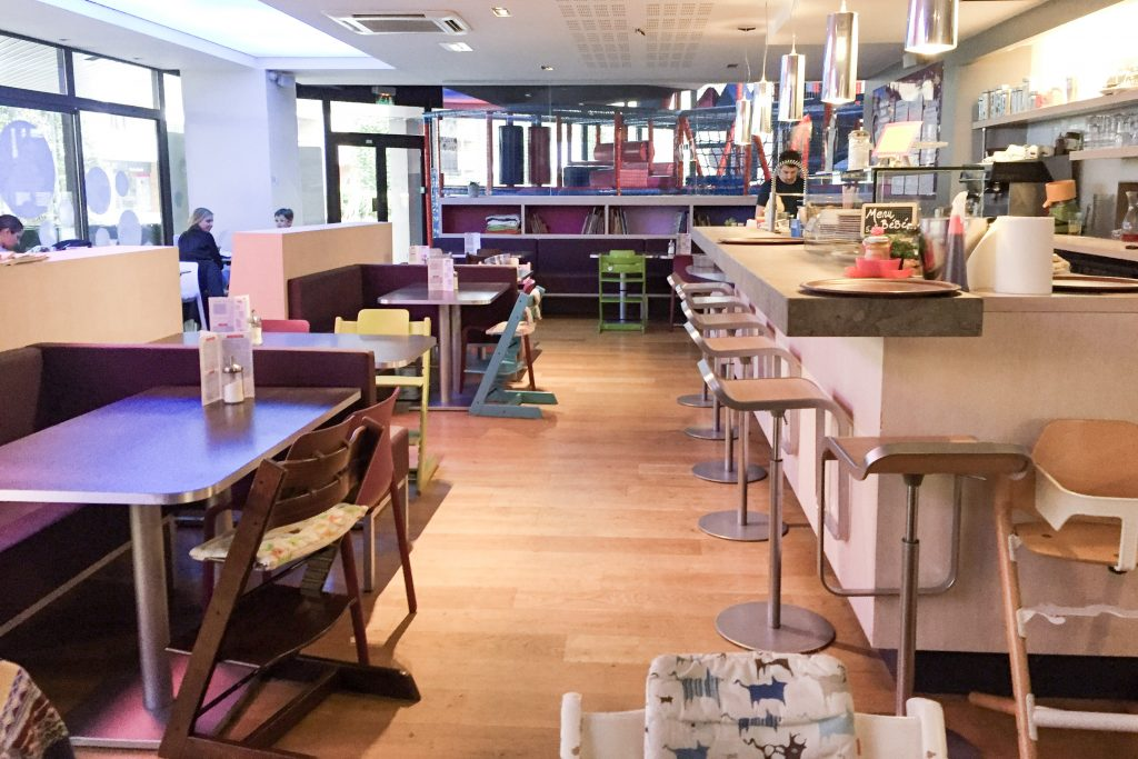 blog-maman-toulouse-cafe-resto-restorant-enfant-kid-parent-famille-maman-papa-bebe-zeplegraounde-the-jeux-boots-and-pepper-salle