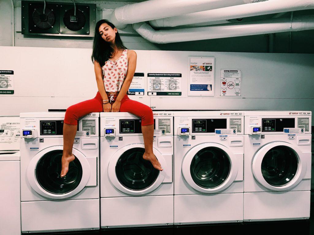 travailler à domicile ou faire ses lessives ?